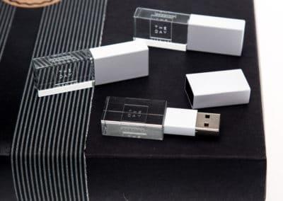 White crystal USB